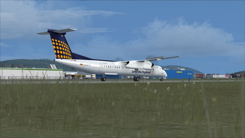 Q400 rodando hacia la 03L en Atenas