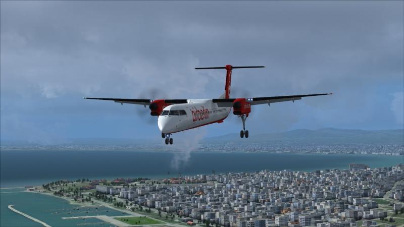 Q400 Sobrevolando Salónica en final pista 16